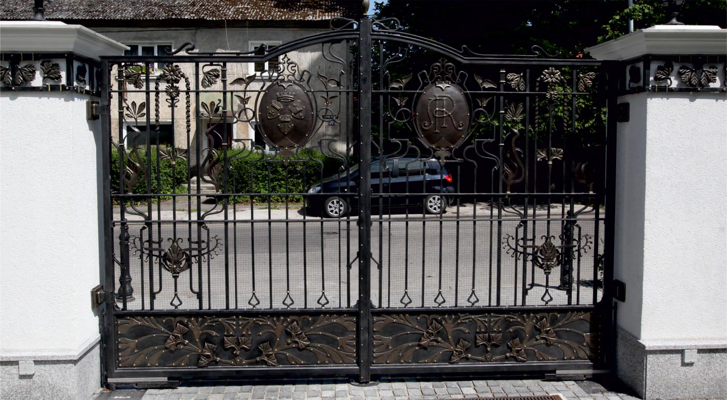 GATES, FENCE AND COLUMNS DECORS.