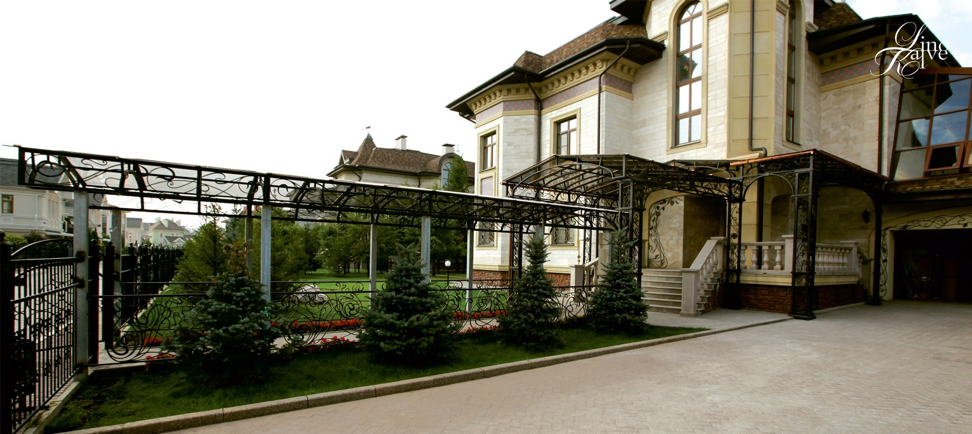 PRIVATE RESIDENCE. GALLERY